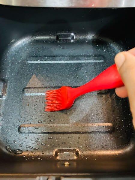 Brushing oil in the air fryer basket